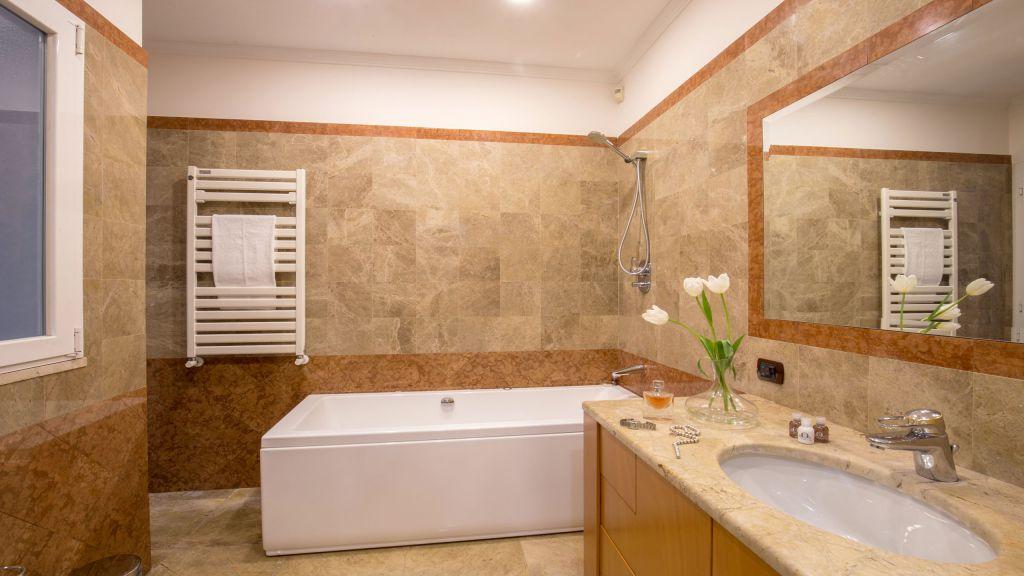 myapartsuite-rome-luxury-babuino-apartment-bathroom