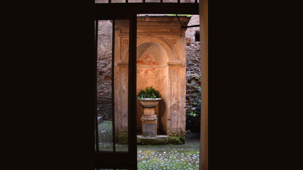 myapartsuite-rome-coronari-guesthouse-newsstand