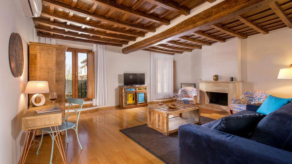 myapartsuite-rome-luxury-navona-apartment-living-room-2