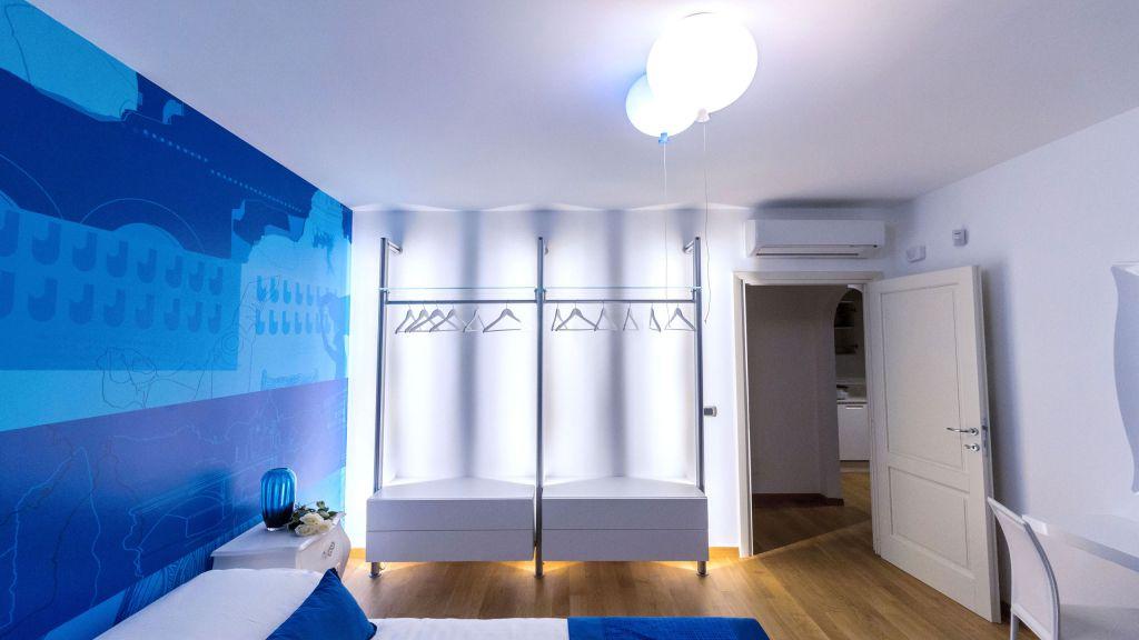 myapartsuite-rome-trastevere-blue-apartment-room-3