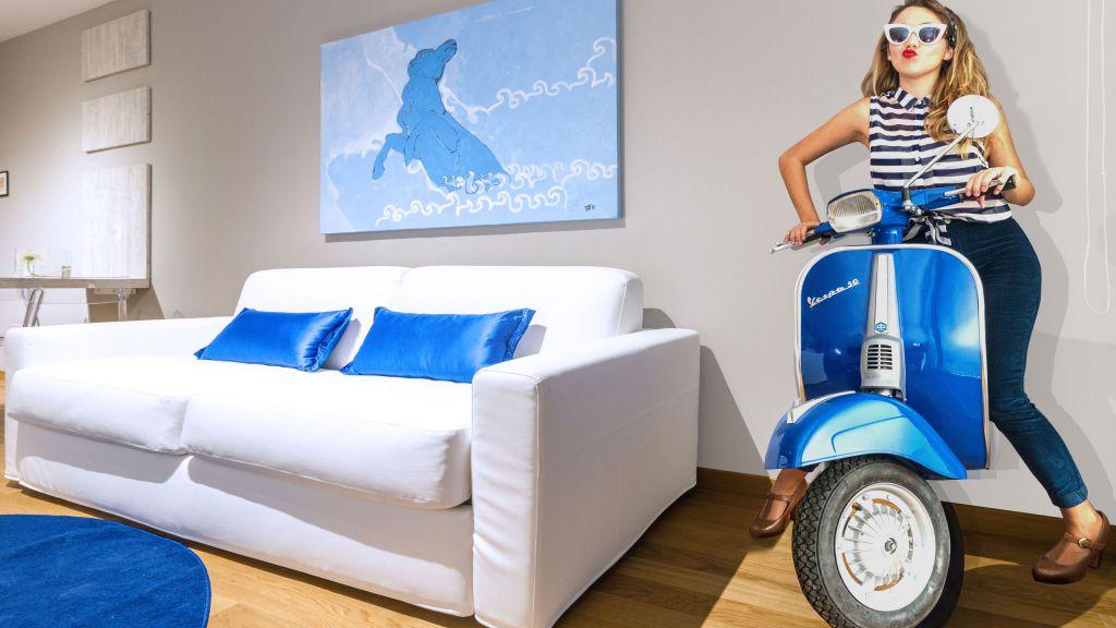 myapartsuite-rome-trastevere-blue-apartment-living-room