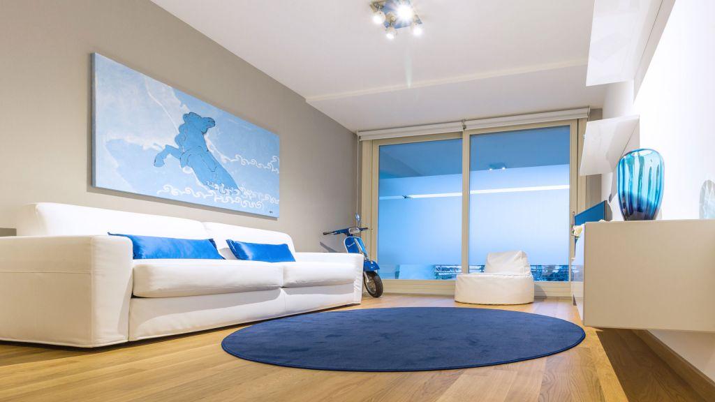 myapartsuite-rome-trastevere-blue-apartment-living-room-3