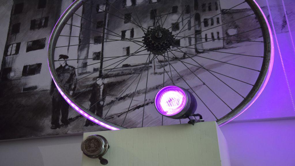 myapartsuite-rome-trastevere-black-white1-apartment-wheel-light