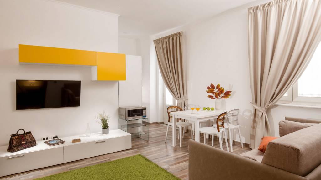 myapartsuite-rome-colosseum-monica-apartment-living-room-2