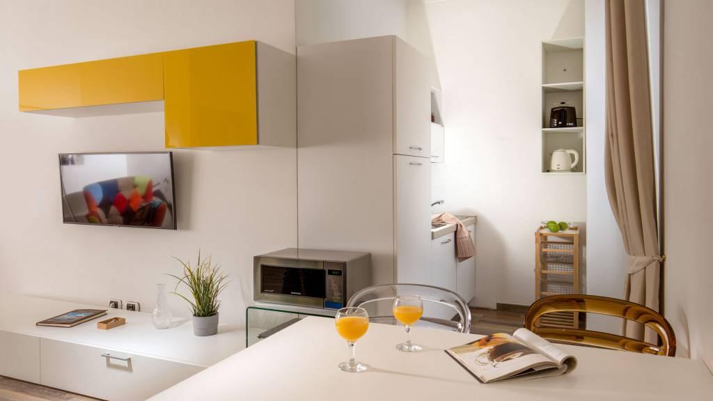 myapartsuite-rome-colosseum-monica-apartment-kitchen
