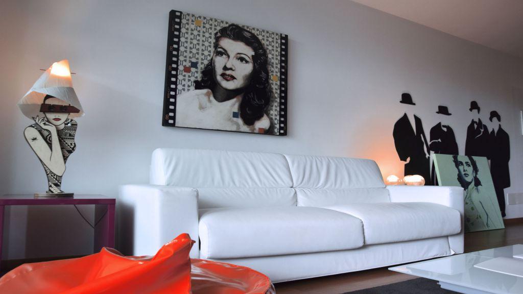 myapartsuite-rome-trastevere-pop-colors-apartment-living-room-3