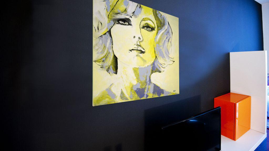 myapartsuite-rome-trastevere-pop-colors-apartment-living-room-7