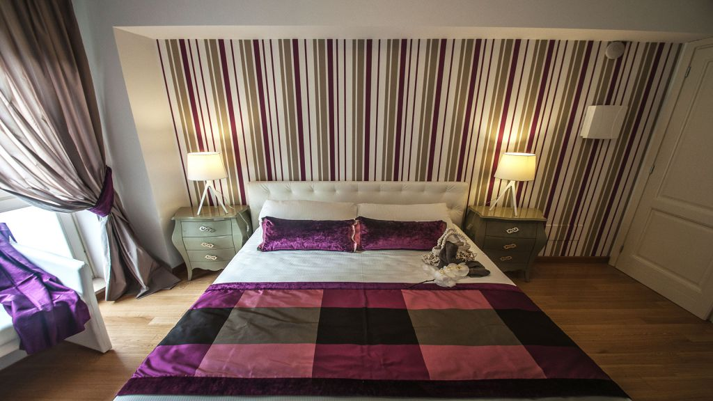 myapartsuite-rome-trastevere-purple-apartment-room-3