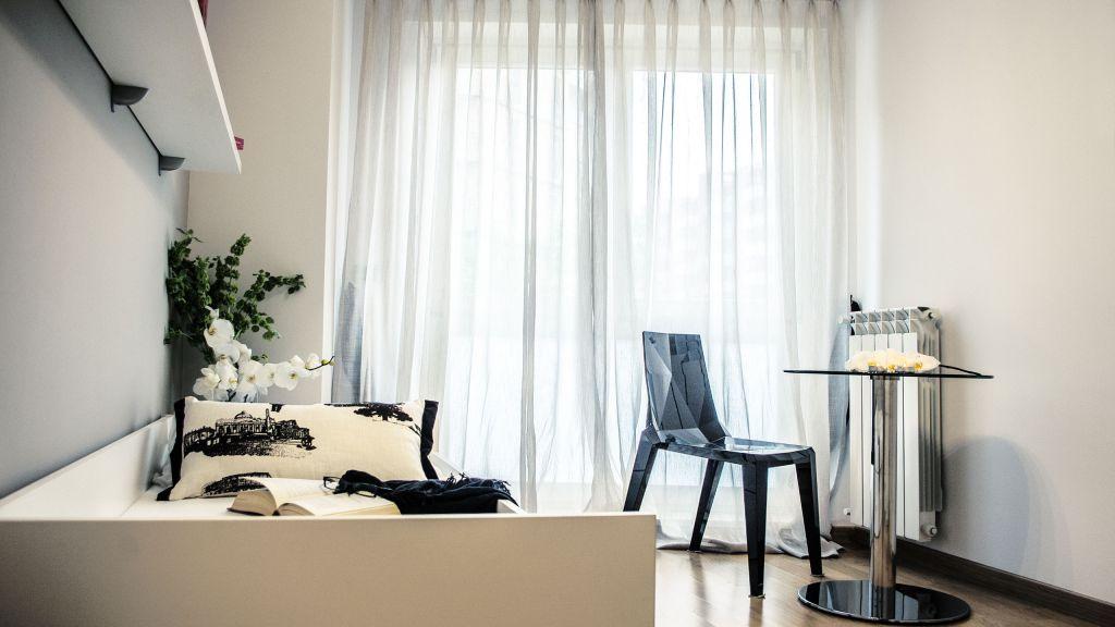 myapartsuite-rome-trastevere-purple-apartment-bedroom