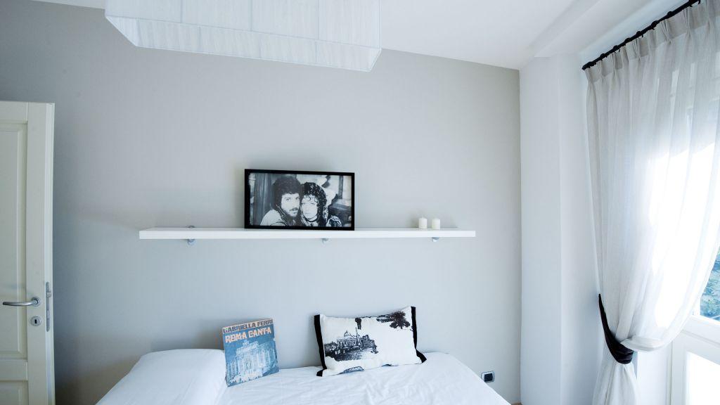 myapartsuite-rome-trastevere-purple-apartment-bedroom-3