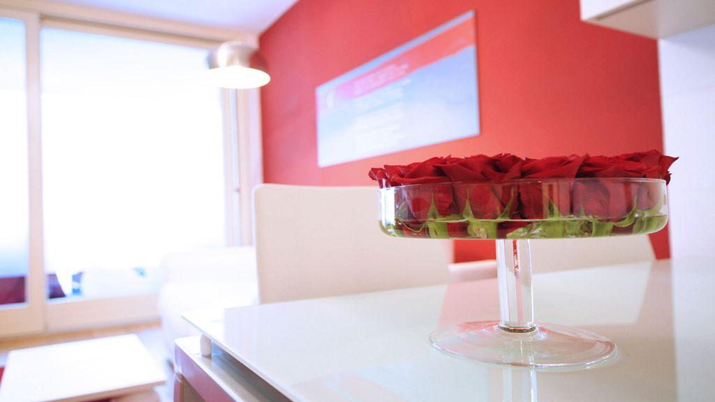 myapartsuite-rome-trastevere-red-apartment-living-room-2