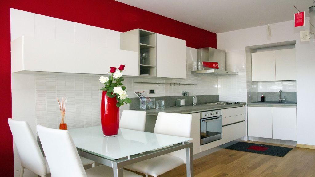 myapartsuite-rome-trastevere-red-apartment-kitchen
