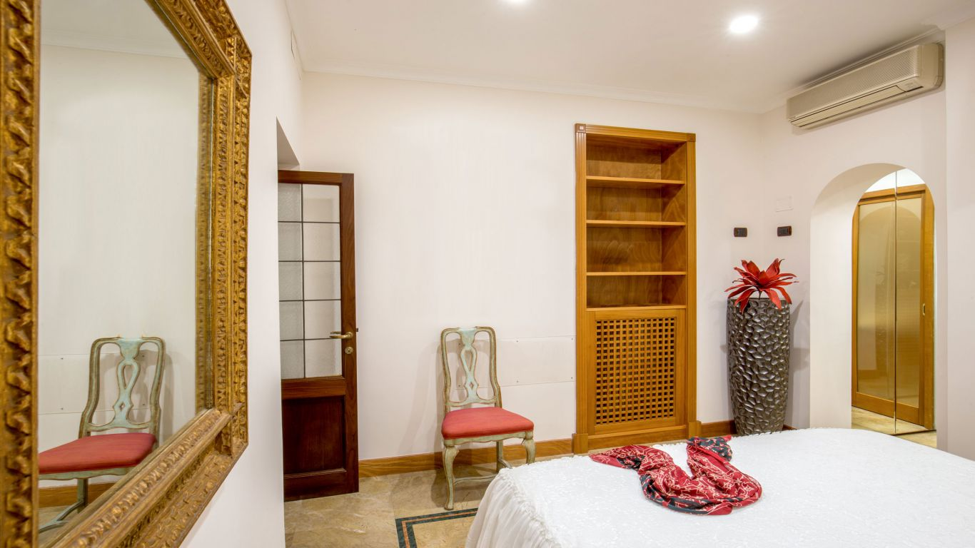 myapartsuite-rome-luxury-babuino-apartment-room-2