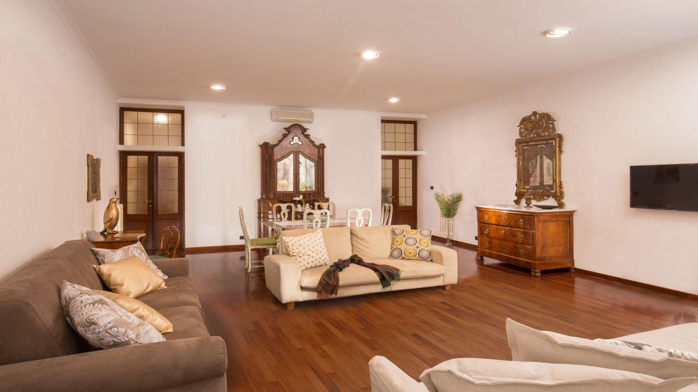 myapartsuite-rome-luxury-babuino-apartment-living-room