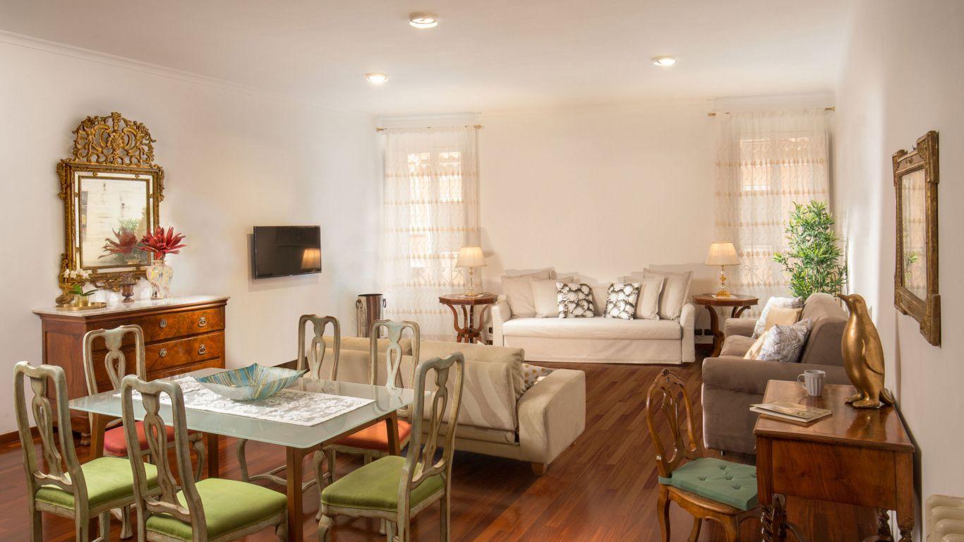 myapartsuite-rome-luxury-babuino-apartment-living-room-2