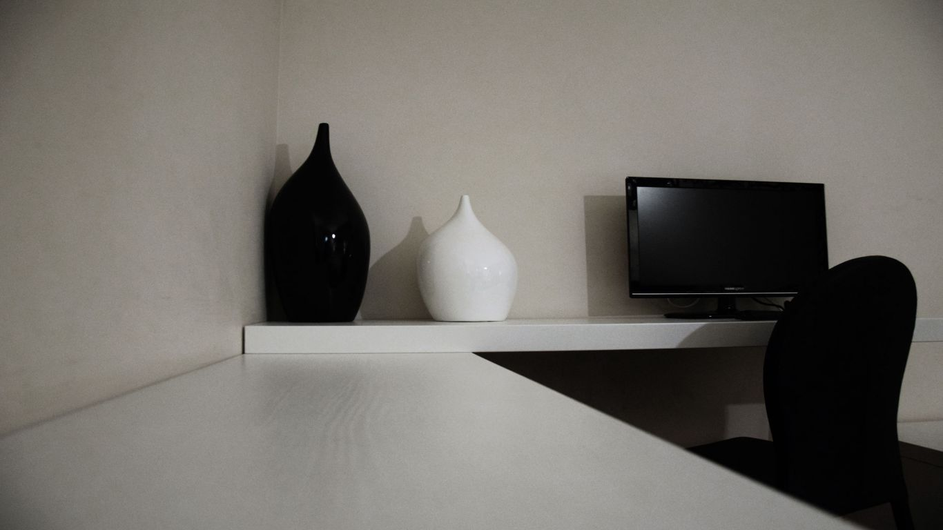 myapartsuite-rome-trastevere-black-white1-apartment-room-2