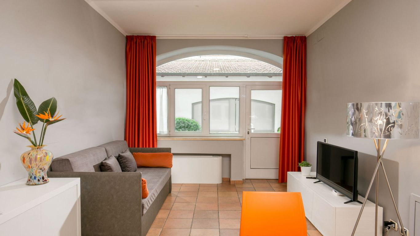 myapartsuite-rome-colosseum-virna-apartment-living-room