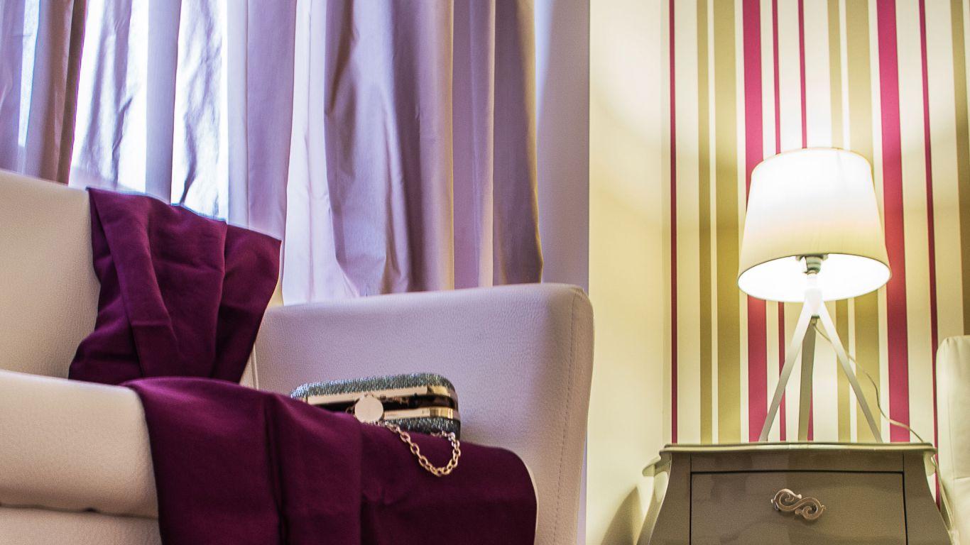 myapartsuite-rome-trastevere-purple-apartment-room-2