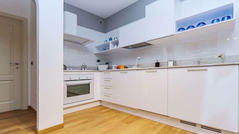 myapartsuite-rome-trastevere-blue-apartment-kitchen
