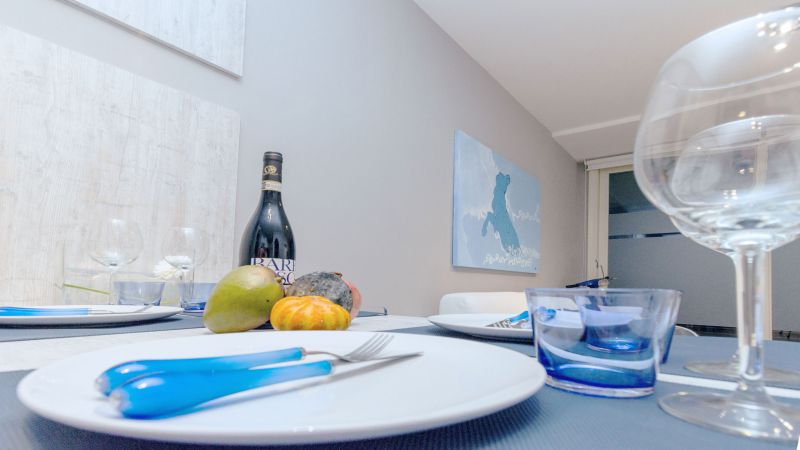 myapartsuite-rome-trastevere-blue-apartment-dining-room