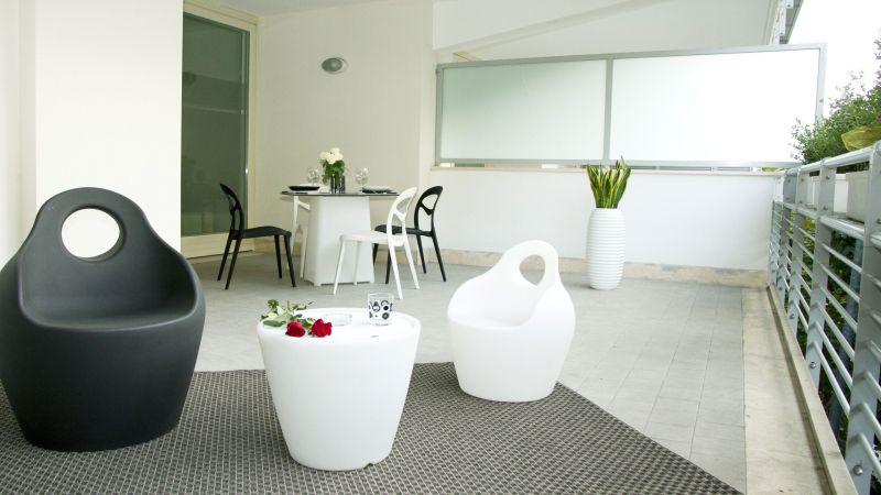 bw1-16-myapartsuite-rome-trastevere-black-white1-apartment-terrace-2