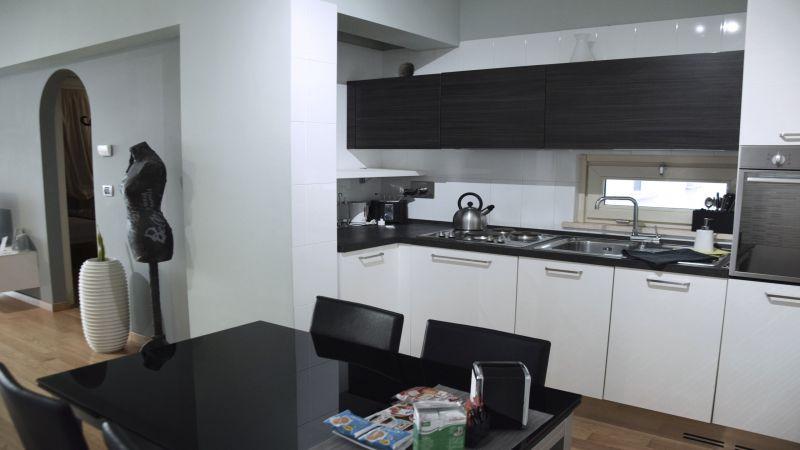 myapartsuite-rome-trastevere-black-white2-apartment-kitchen-2