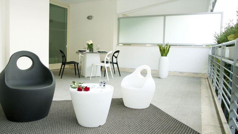myapartsuite-rome-trastevere-black-white2-apartment-terrace