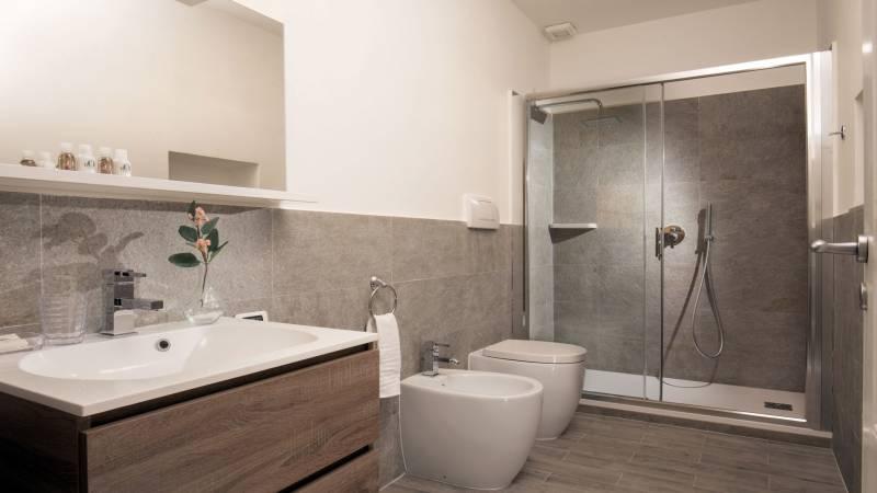 myapartsuite-rome-colosseum-ettore-apartment-bathroom