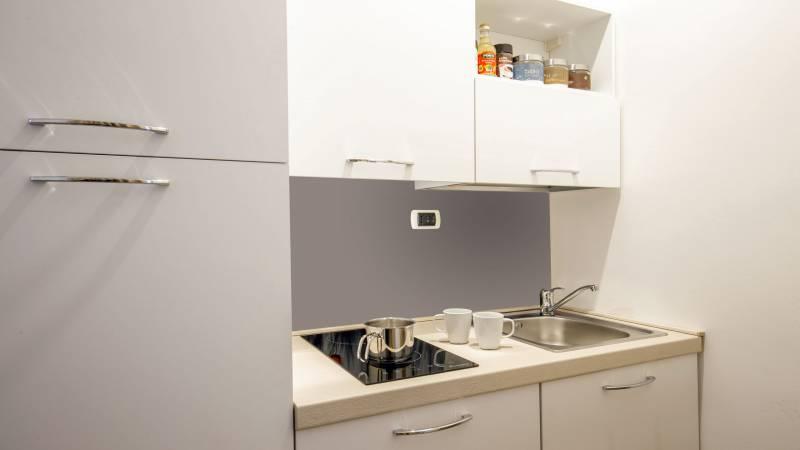 myapartsuite-rome-colosseum-monica-apartment-kitchen-2