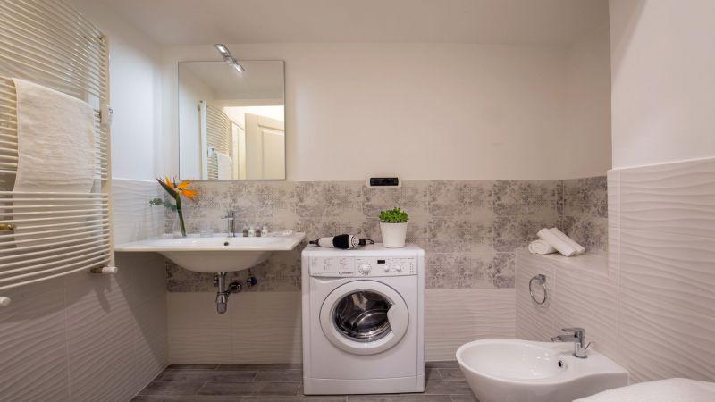 myapartsuite-rome-colosseum-virna-apartment-bathroom