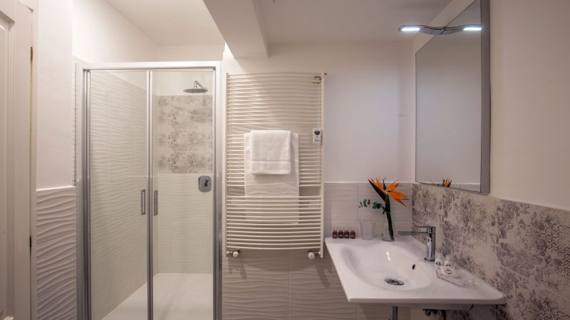 myapartsuite-rome-colosseum-virna-apartment-bathroom-2