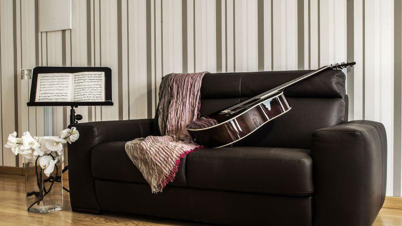 myapartsuite-rome-trastevere-purple-apartment-living-room-2