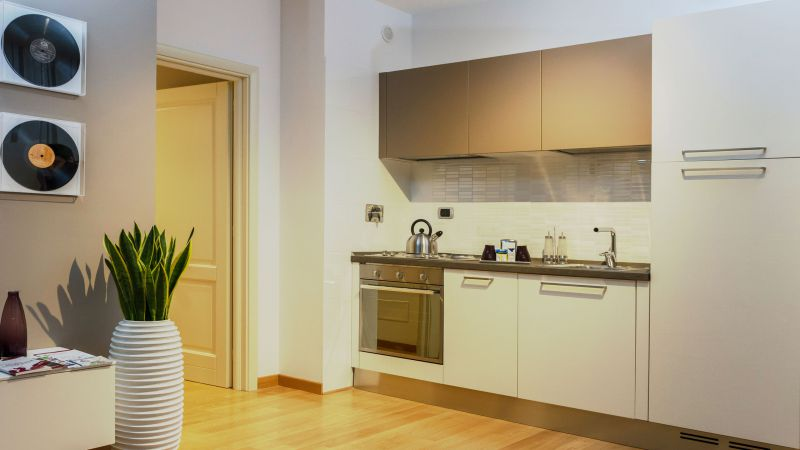 myapartsuite-rome-trastevere-purple-apartment-kitchen-3